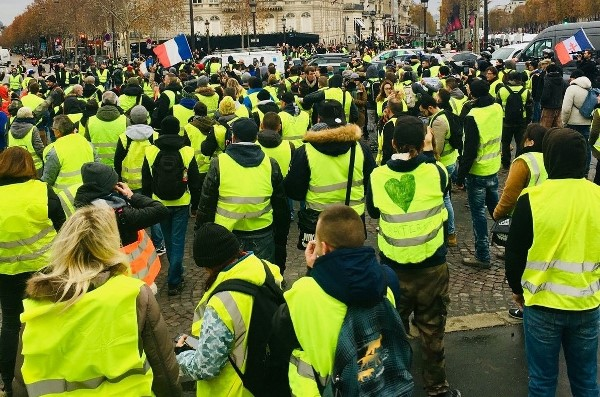 france 2018 riot yellow vest protest